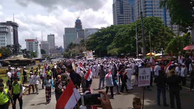 Massa aksi 212 mulai bergerak menuju kawasan Istana Negara