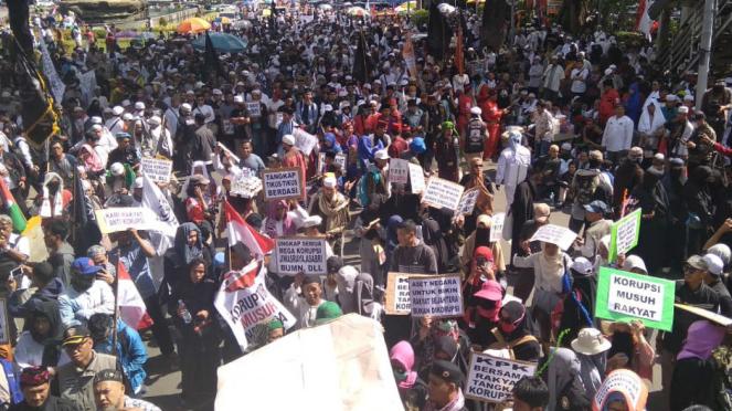 Aksi 212 demo kasus korupsi