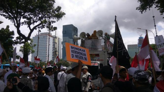 Persaudaraan Alumni 212 kembali menggelar aksi demonstrasi di Istana Negara