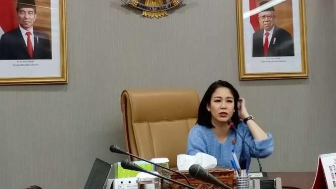 Staf Khusus Presiden bidang hukum, DIni Purwono di kantornya