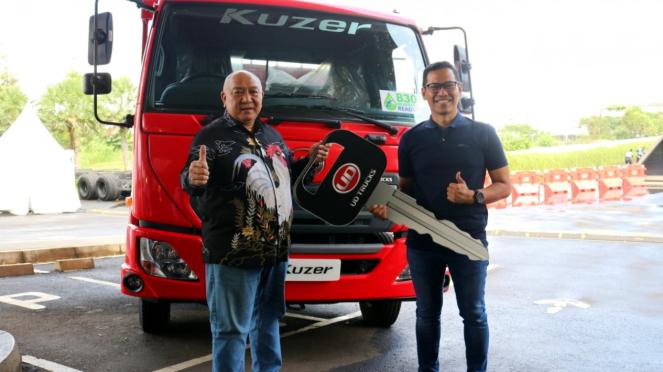 Penyerahan UD Trucks Kuzer RKE 150 pada konsumen