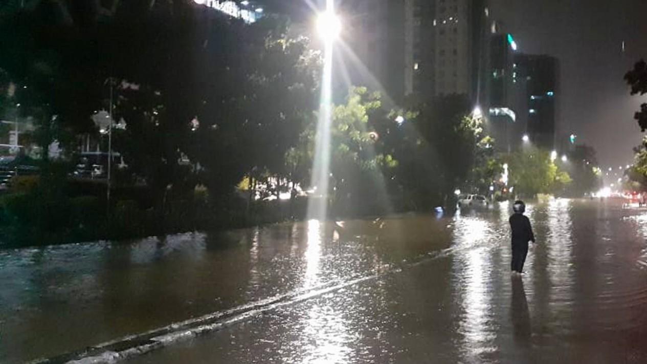 Banjir di Cawang, Jakarta Timur, Minggu, 23 Februari 2020.