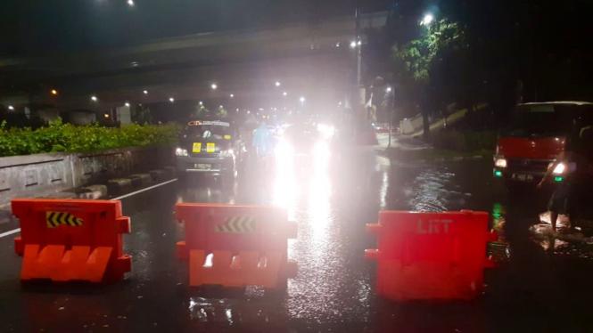 Banjir di Tikungan Halim Jakarta Timur, Minggu, 23 Februari 2020.