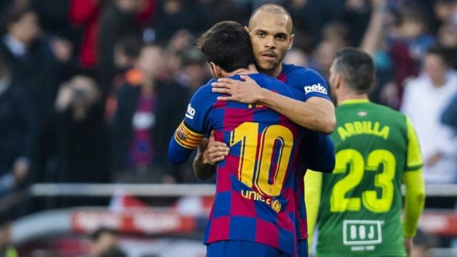 Striker Barcelona, Martin Braithwaite bersama Lionel Messi