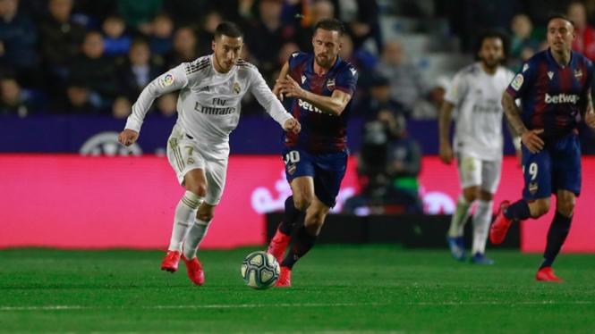 Gelandang Real Madrid, Eden Hazard saat melawan Levante
