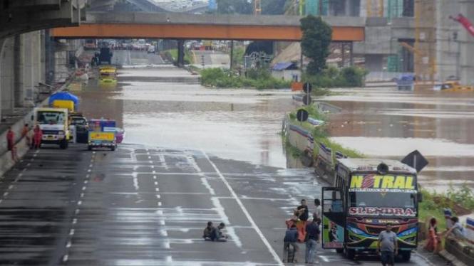 Ilustrasi banjir di ruas tol Jakarta