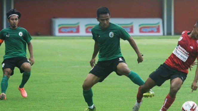 Duel PSS Sleman vs Persipura Jayapura.