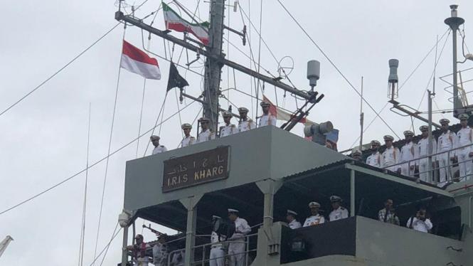Kapal Perang Iran Kharg.