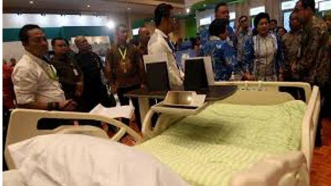 Ilustrasi melihat alat kesehatan produksi dalam negeri.