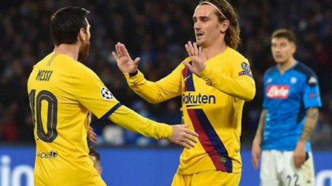 Duel Napoli vs Barcelona.