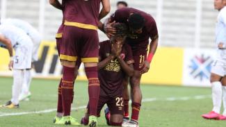 PSM Makassar rayakan gol Yakob Sayuri.