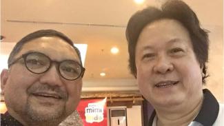 Penulis bersama legenda bulutangkis Indonesia Lim Swie King.