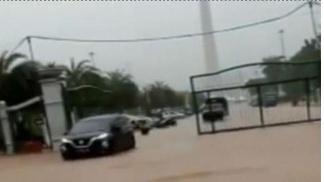 Monas banjir.