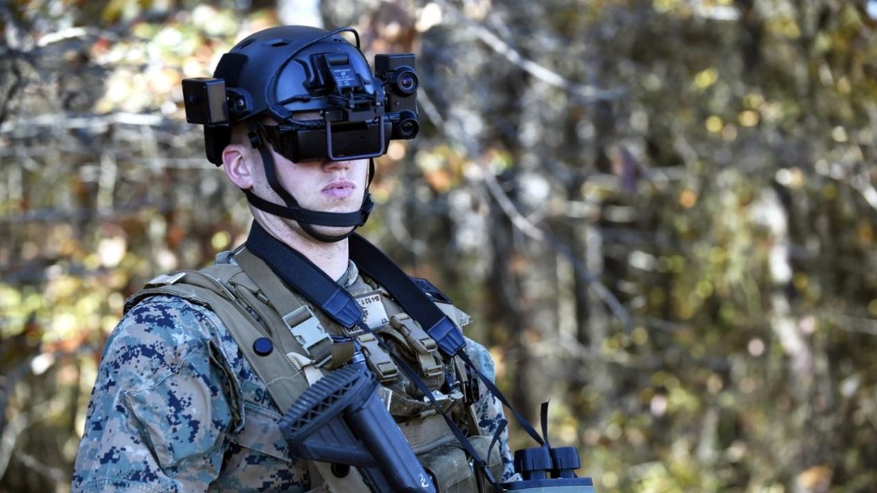 Ilustrasi tentara mengenakan helm antipeluru