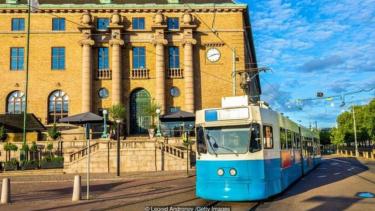 https://thumb.viva.co.id/media/frontend/thumbs3/2020/02/28/5e58f9728fd0e-pernah-jadi-kota-kumuh-kini-gothenburg-di-swedia-jadi-kota-paling-hijau-di-eropa_375_211.jpg