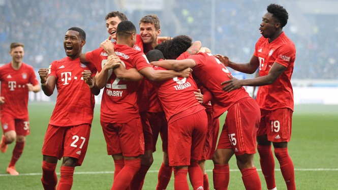 Pemain Bayern Munich merayakan gol