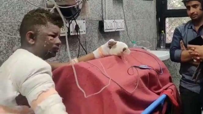 Baghel saat ditemui di rumah sakit di India.