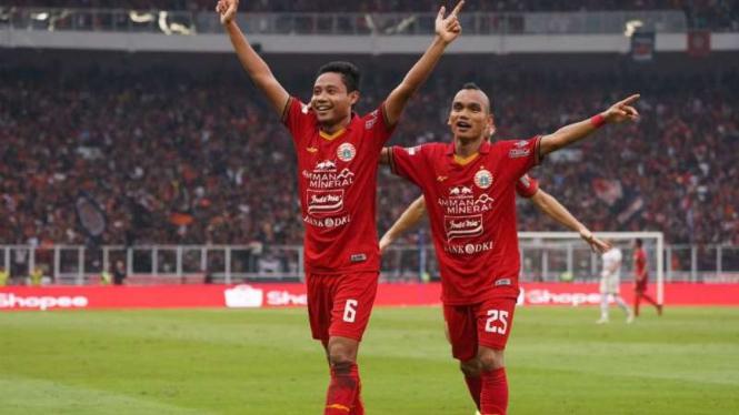Gelandang Persija Jakarta, Evan Dimas rayakan gol.