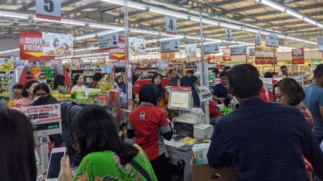 Panic Buying Akibat Corona Warga Masih Borong Mie Telur Dan Beras