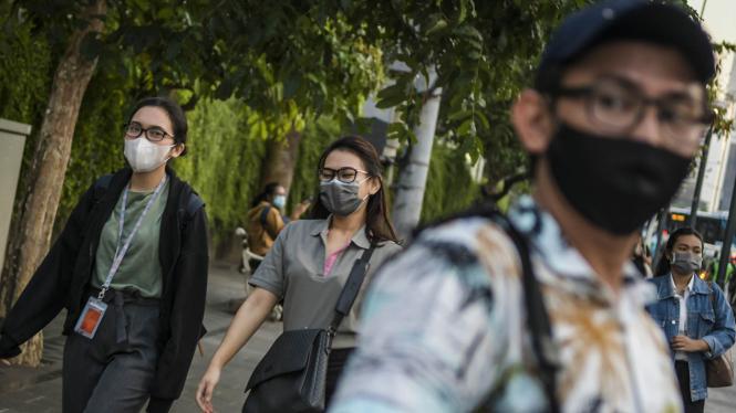 Masyarakat Jakarta di tengah wabah virus corona.  (Foto ilustrasi).