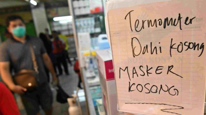 Stok masker habis di toko obat dan apotek