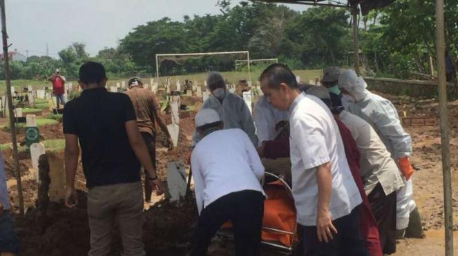 Pemakaman pasies suspect Corona di Bekasi