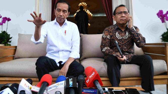 Presiden Jokowi dan Mensesneg Pratikno.