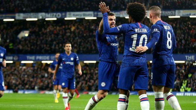Pemain Chelsea rayakan gol.
