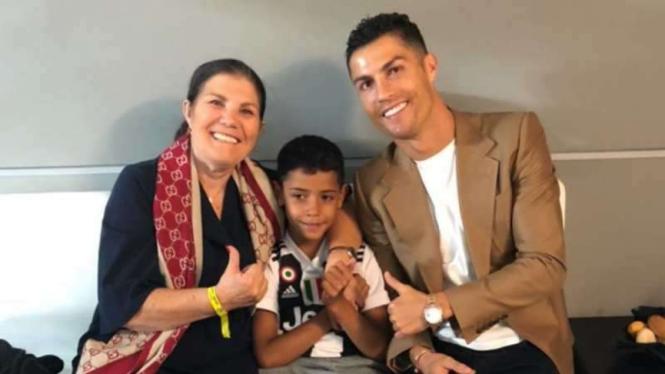 Cristiano Ronaldo bersama ibunya, Dolores Aviero