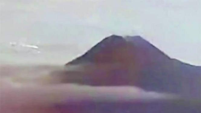 Potongan video Gunung Merapi viral di YouTube.