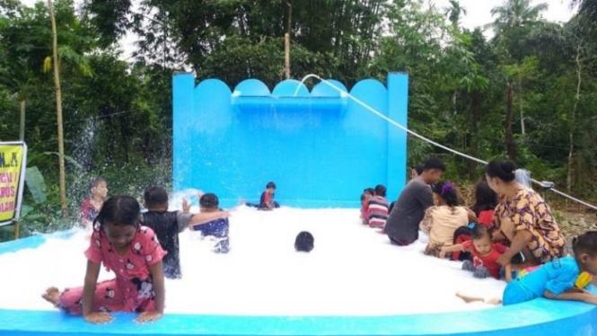 Kolam bersi air seperti susu di Kabupaten Gowa, Sulawesi Selatan