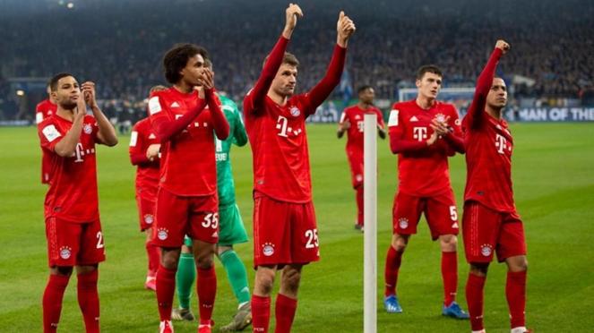 Pemain Bayern Munich melakukan selebrasi