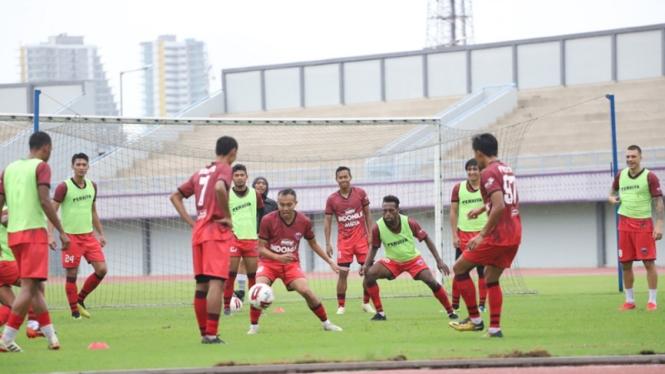 Latihan pemain Persita Tangerang