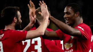 Striker Manchester United, Odion Ighalo (kanan)