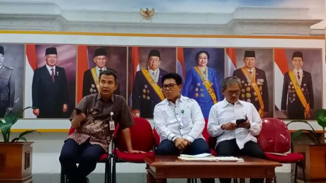 Dirut RSPI Sulianti Saroso M Syahril dan Jubir penanganan corona A Yurianto