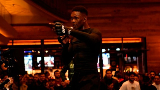Juara kelas menengah UFC, Israel Adesanya