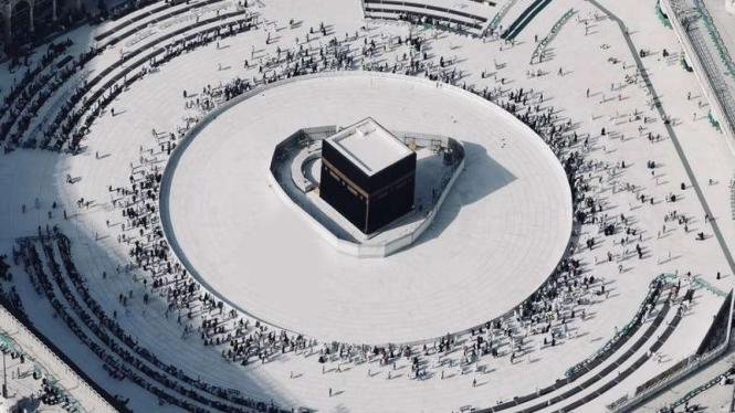 Suasana di Kabah, Masjidil Haram, Arab Saudi.