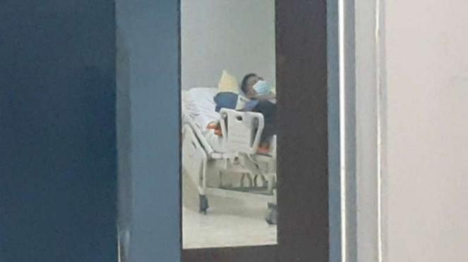 Seorang warga Garut, Jawa Barat, diisolasi di ruangan Isolasi Penanganan Virus Corona Rumah Sakit Umum Daerah (RSUD) dr Slamet pada Minggu malam, 8 Maret 2020.