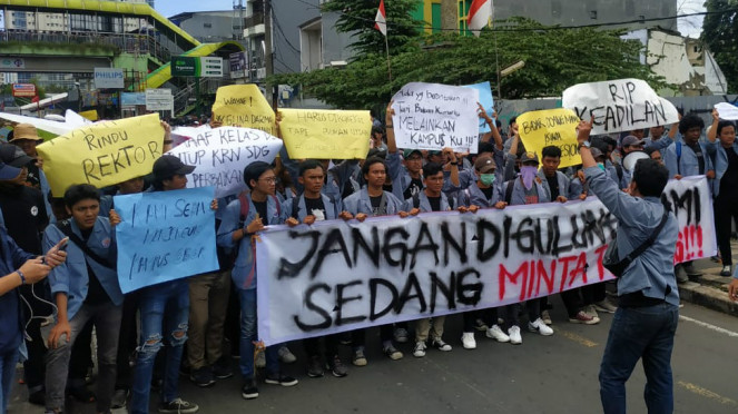 Mahasiswa Universitas Gunadarma Depok gelar aksi demo
