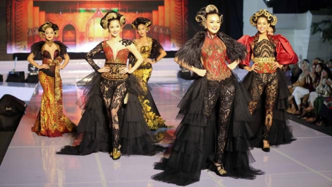 Pagelaran busana Anne Avantie di Palembang Fashion Week 2020