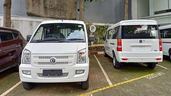 Mobil van DFSK Gelora yang memiliki pilihan mesin bensin maupun versi elektrik