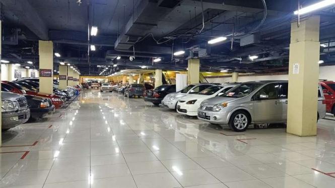 Sentra penjualan mobil bekas yang menawarkan kendaraan untuk pehobi otomotif