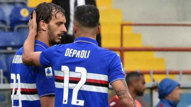 Striker Sampdoria, Manolo Gabbiadini (kiri).