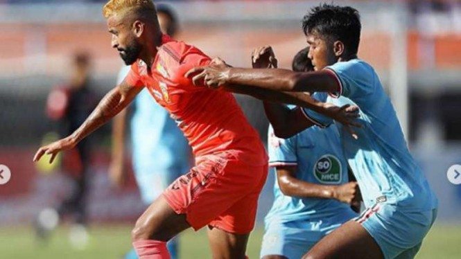 Duel Borneo FC vs Persela Lamongan.
