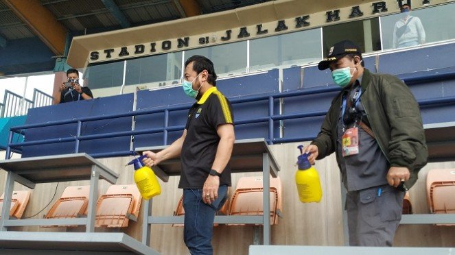 Stadion SJH disemprot Disinfektan