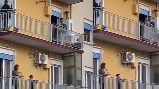 Warga Italia main musik di balkon saat lockdown COVID-19.