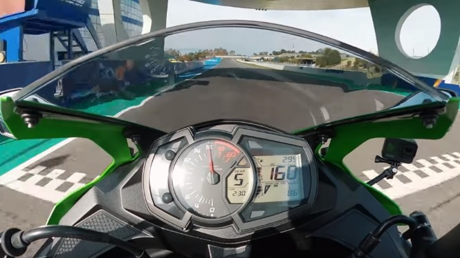 Test ride Kawasaki Ninja ZX-25R alias Ninja 250 baru