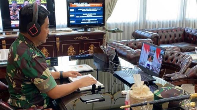 Panglima TNI Marsekal Hadi Tjahjanto menggelar rapat online dengan Presiden