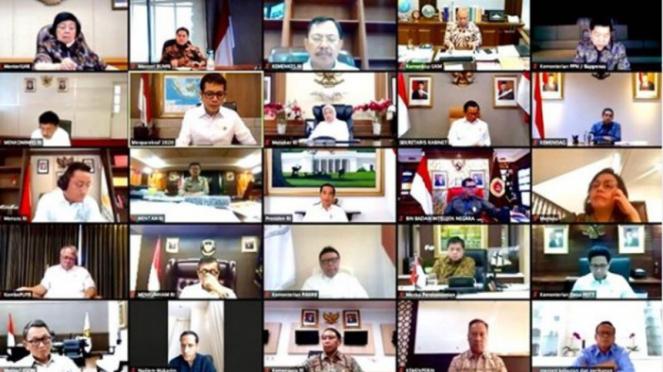 Presiden Jokowi memimpin rapat kabinet terbatas secara online Senin 16/3
