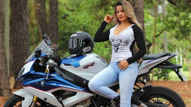 Freestyler motor wanita, Indiana Munoz